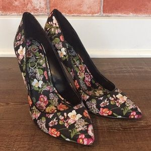 Jessica Simpson - High heels with flowery print